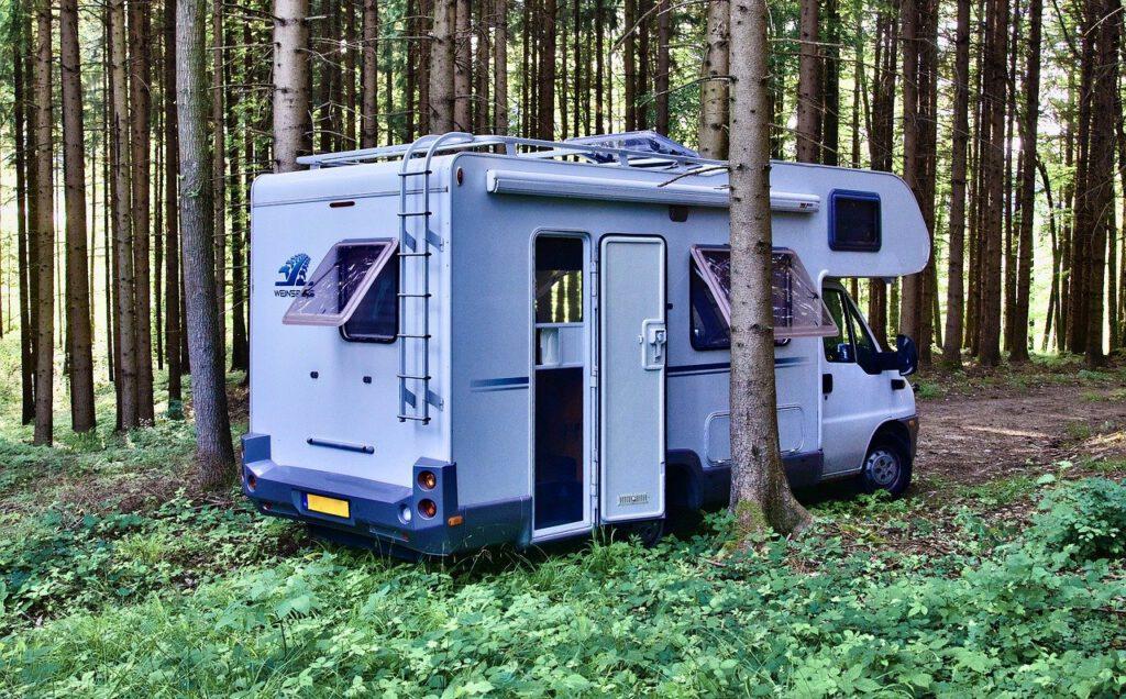 Camper in bus | Camper Deluxe