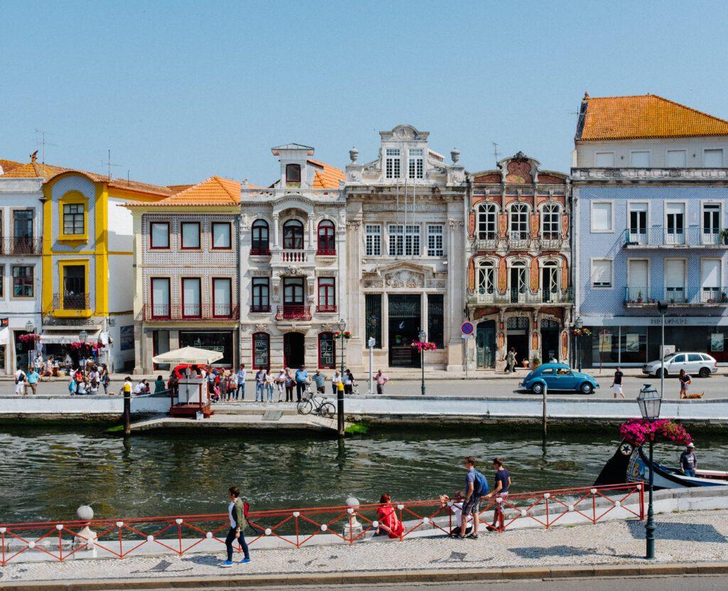 Stadje aan het water in Portugal