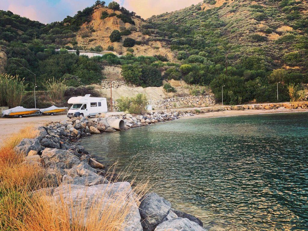 Camper langs water Europe