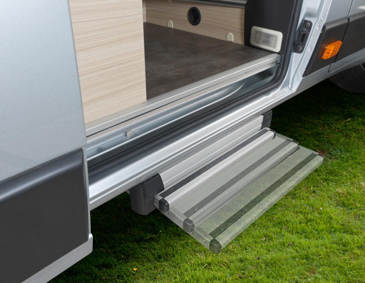 5f1582dfaff68 809 V V 65SL electric step sequence large | Camper Deluxe