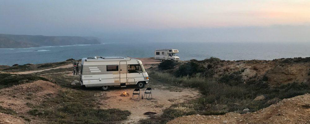 camper zonsondergang